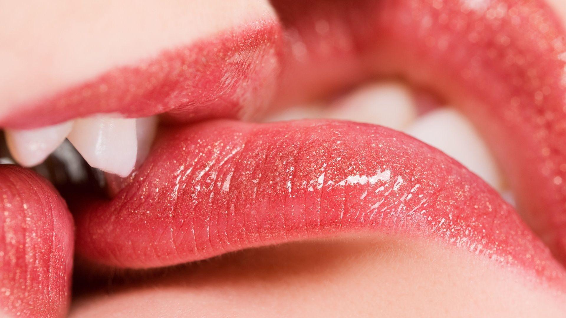 kiss-of-girl-two-girl-nude-art