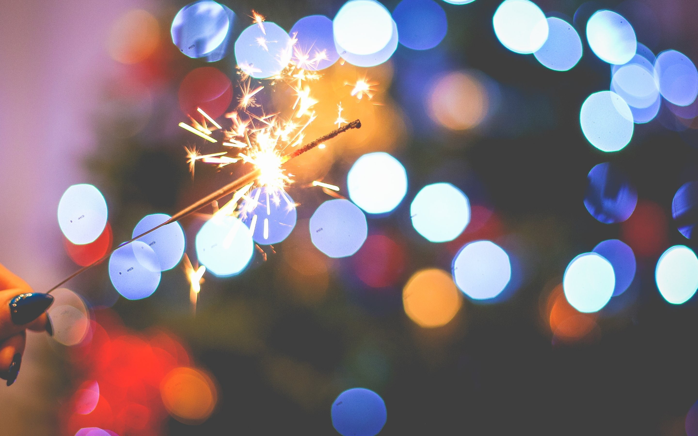 2880x1800 4k hd wallpaper sparklers in the new years eve