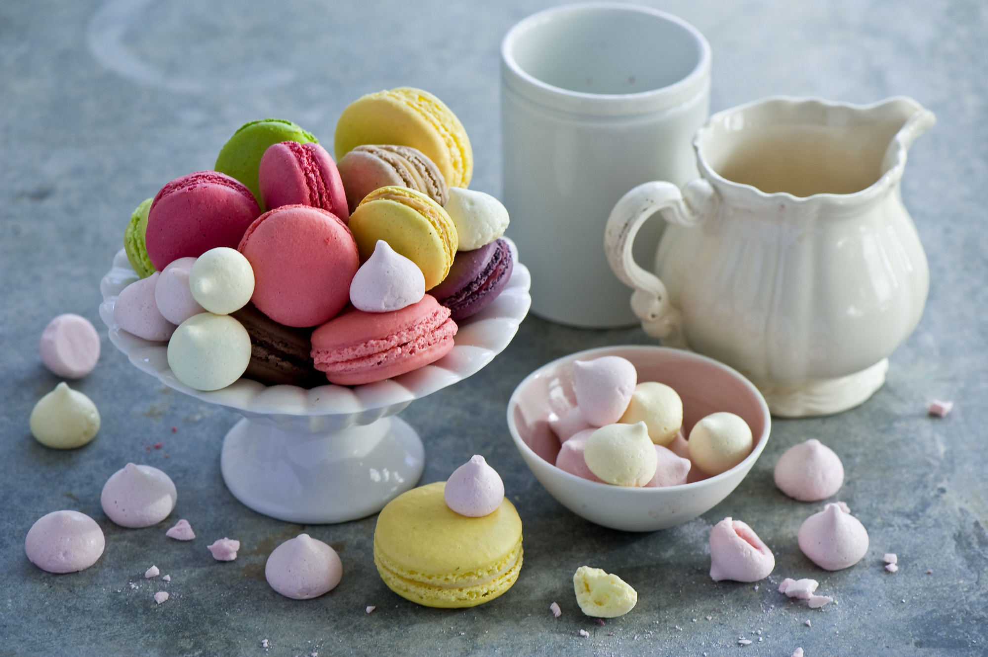 826093-top-french-macaroons-wallpaper-2000x1331-for-phones.jpg