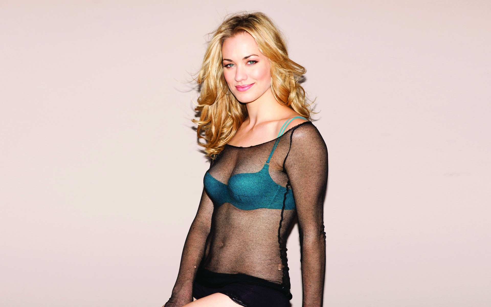 yvonne strahovski hd wallpaper ·①
