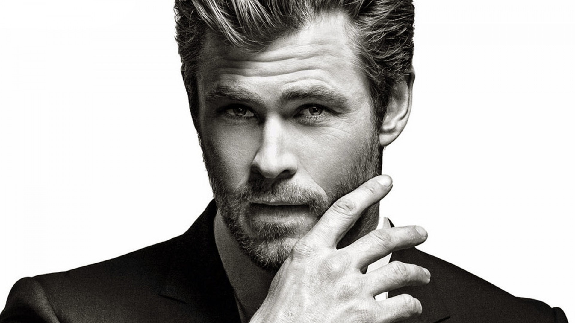 Chris Hemsworth Wallpapers ①
