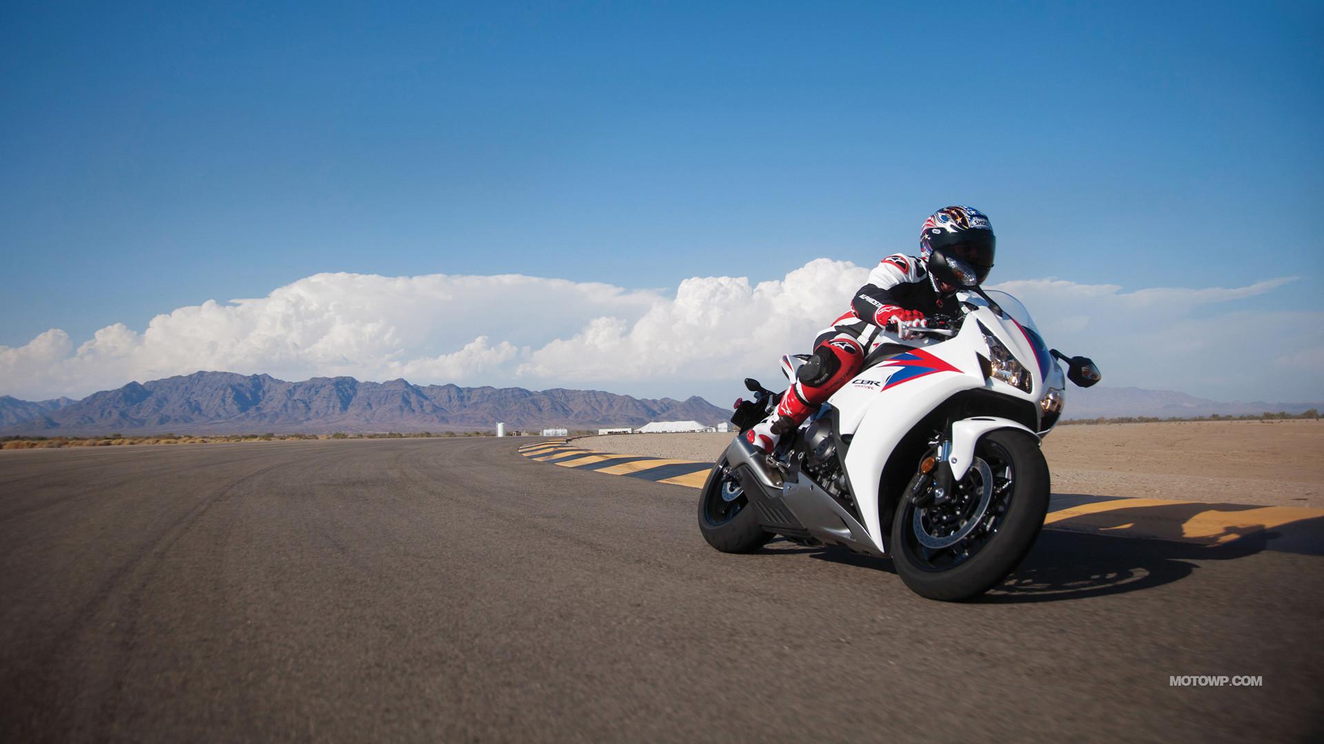 спортивный мотоцикл Honda  № 3935630 бесплатно