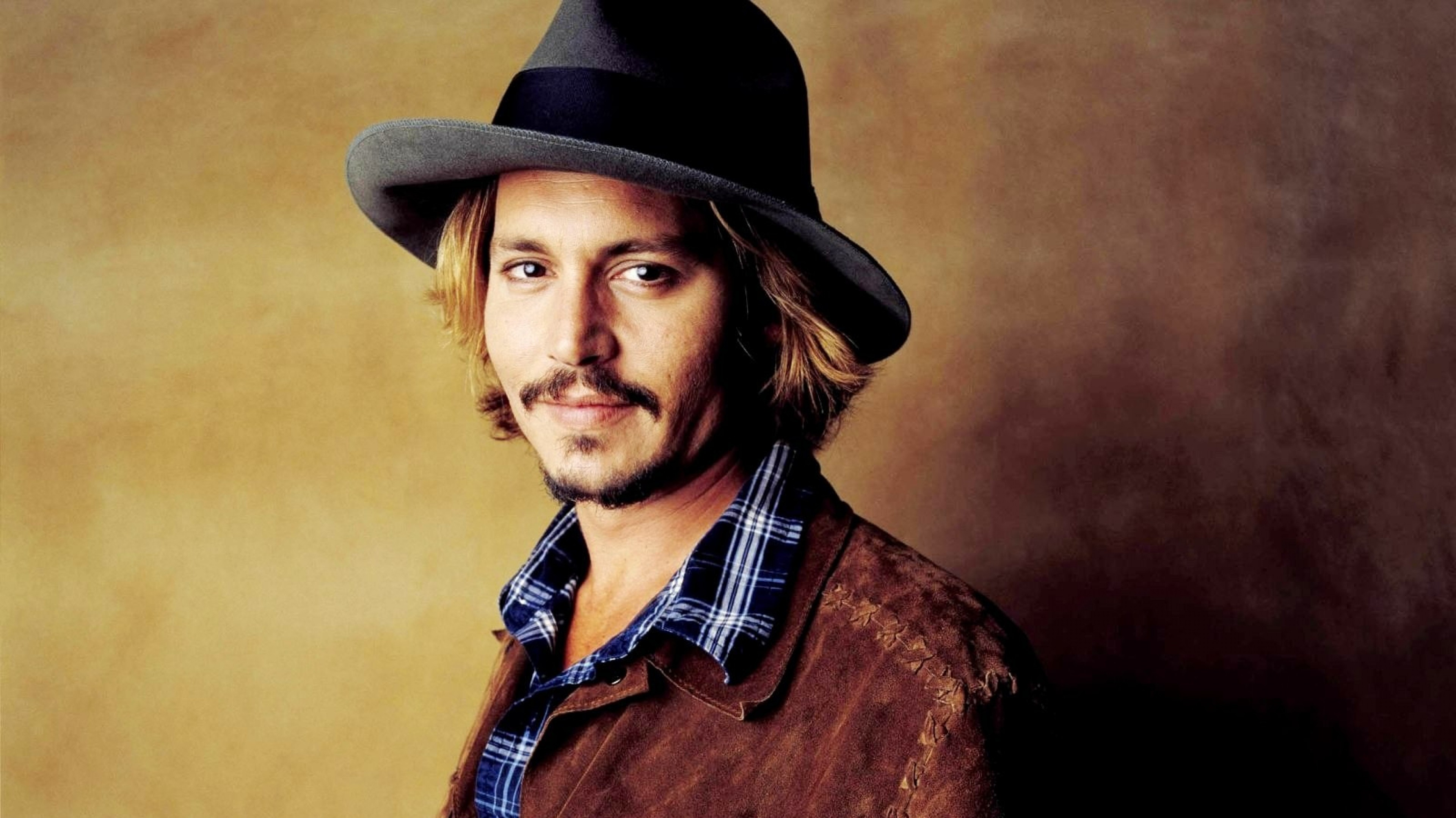 Early life Depp was born in Owensboro Kentucky the youngest of four children of Betty Sue Palmer née Wells a waitress and John Christopher Depp a civil engineer