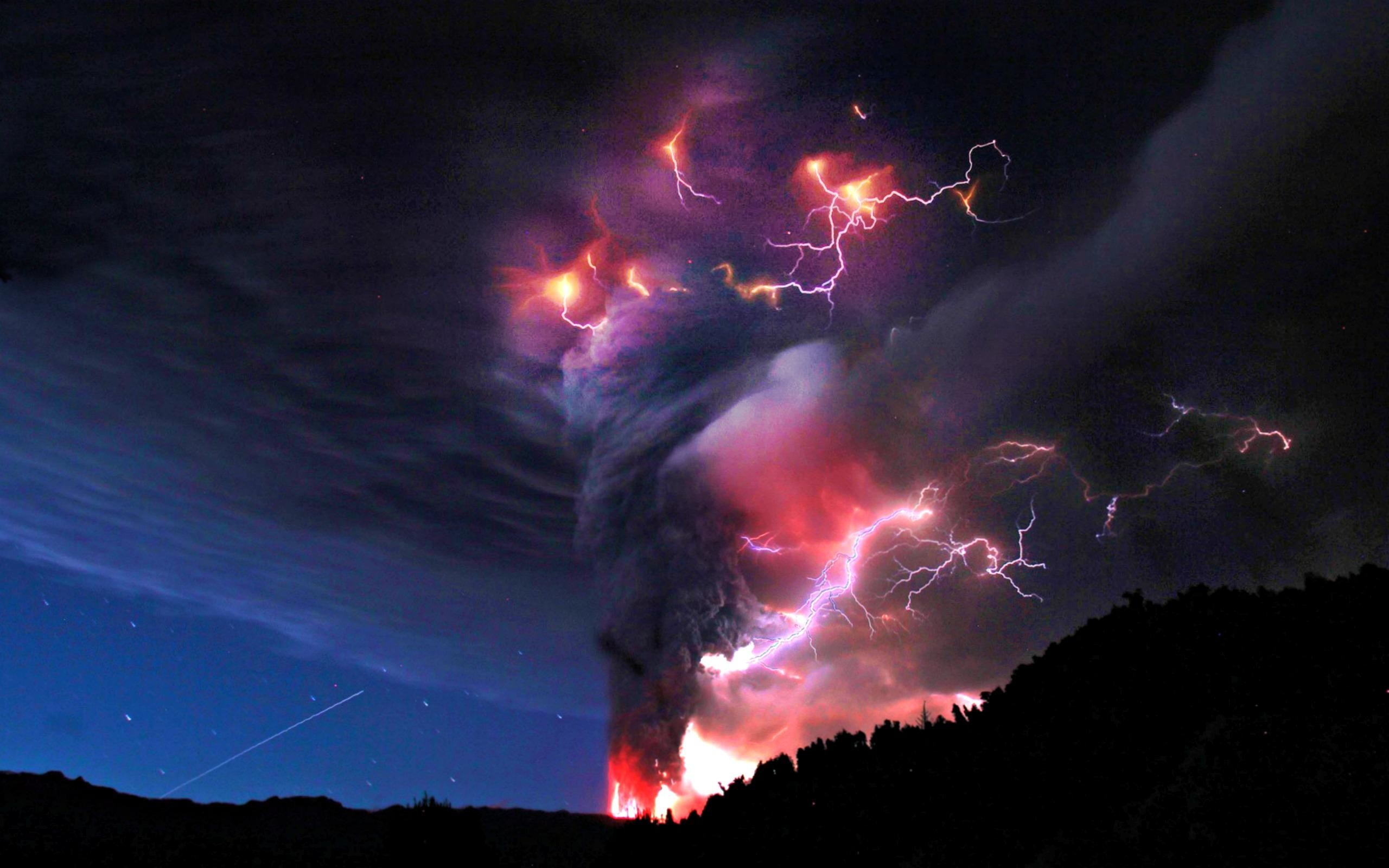 2560x1600 Lightning Strikes Volcano Wallpaper