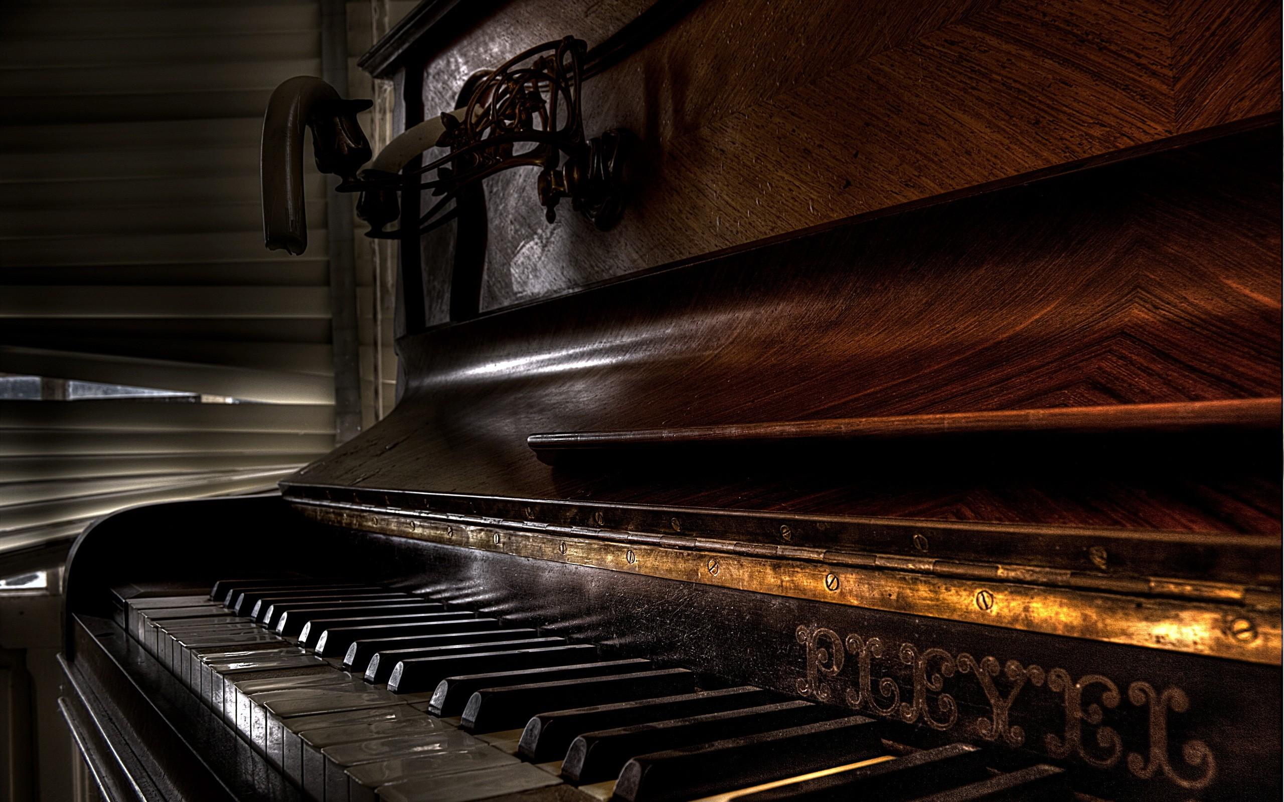 Пианино  № 1529683 загрузить