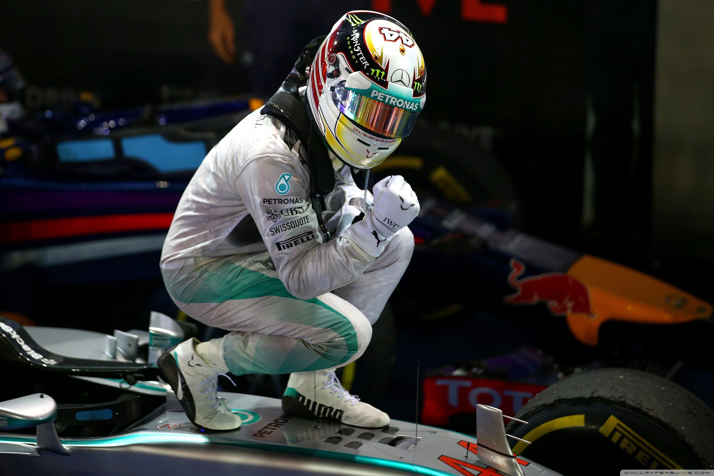 Картинки гонщиков в шлемах