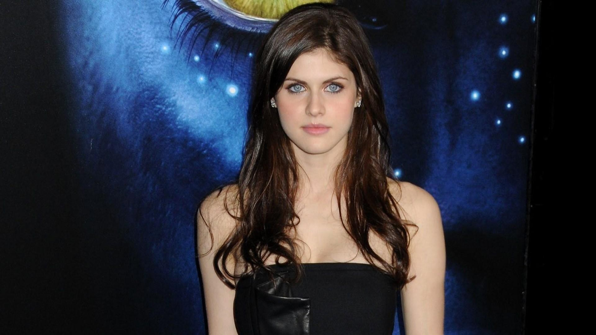 Alexandra Daddario Wallpaper Download Free Amazing Hd Wallpapers