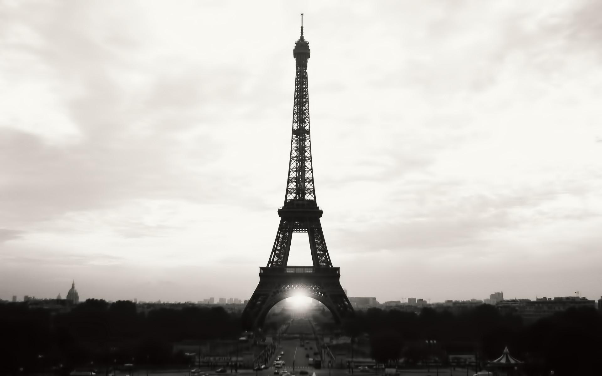 1920x1200 Eiffel Tower Paris Black And White Photography Desktop Wallpaper