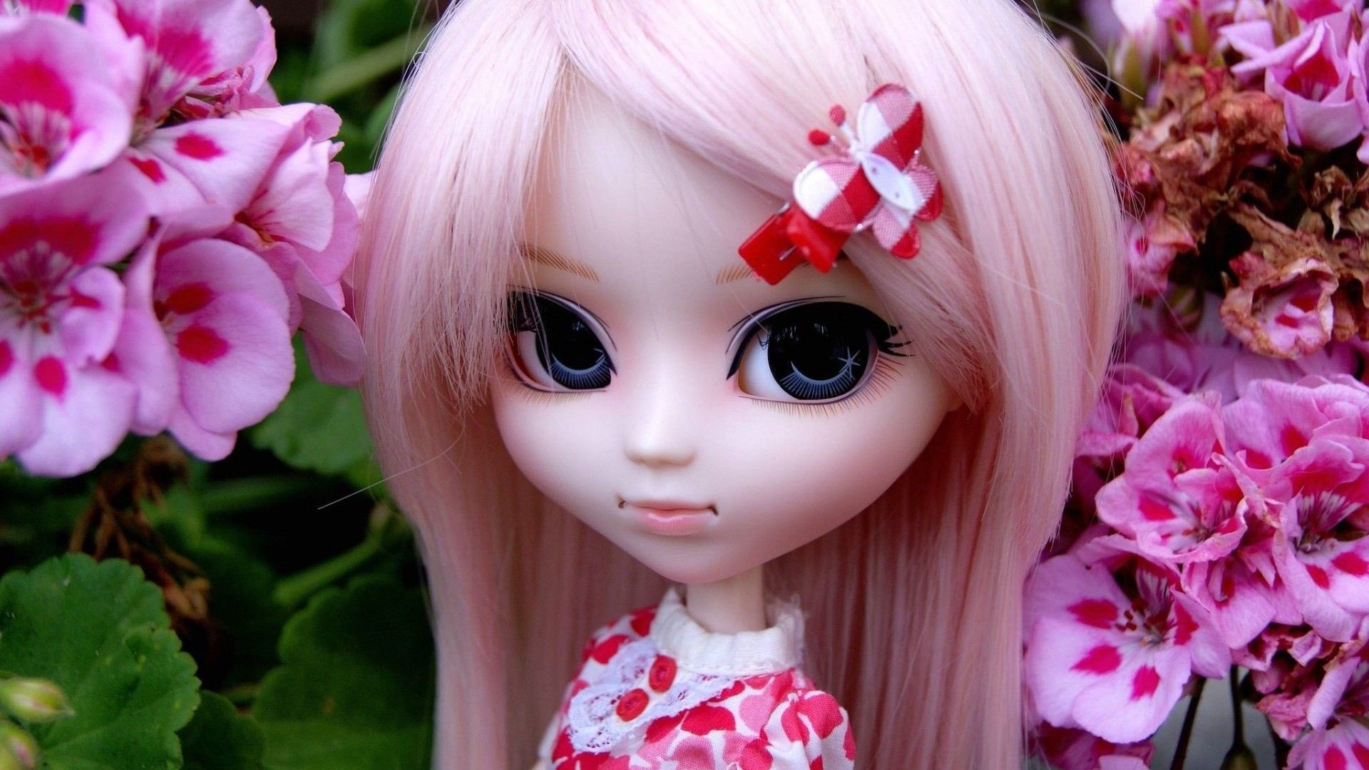 cute doll wallpaper ·①
