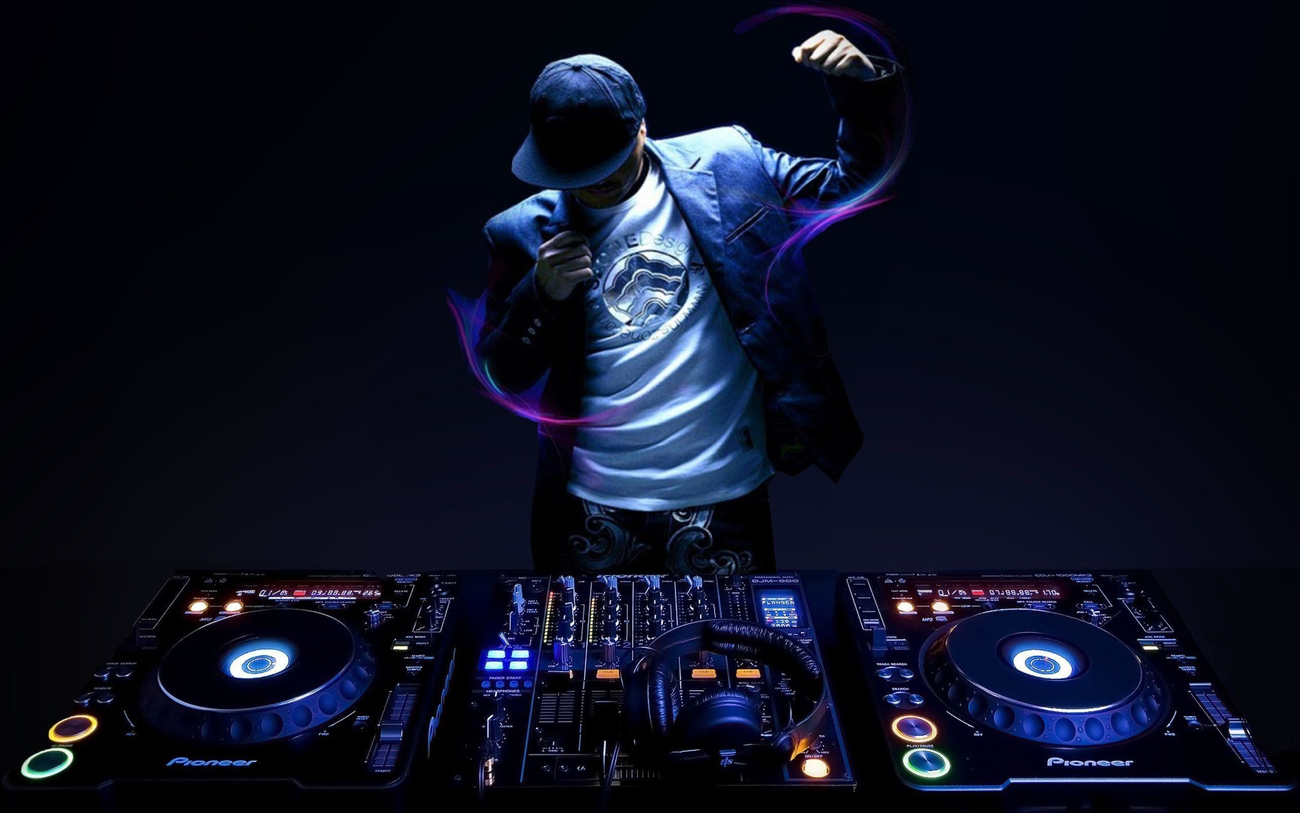 MIX BETTER WITH INNOVATIVE TECHNOLOGY FOR DJS