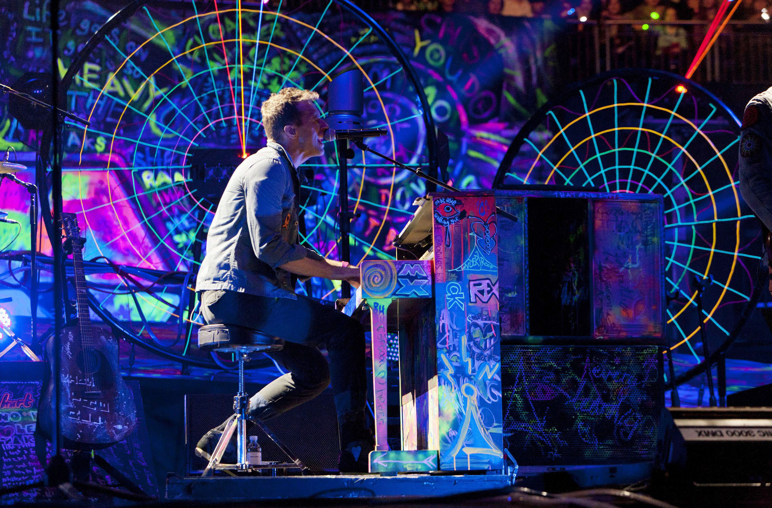 Mylo xyloto wallpaper hd 2560x1683 hd wallpaper and background photos of mylo xyloto tour december for fans of coldplay images voltagebd Choice Image