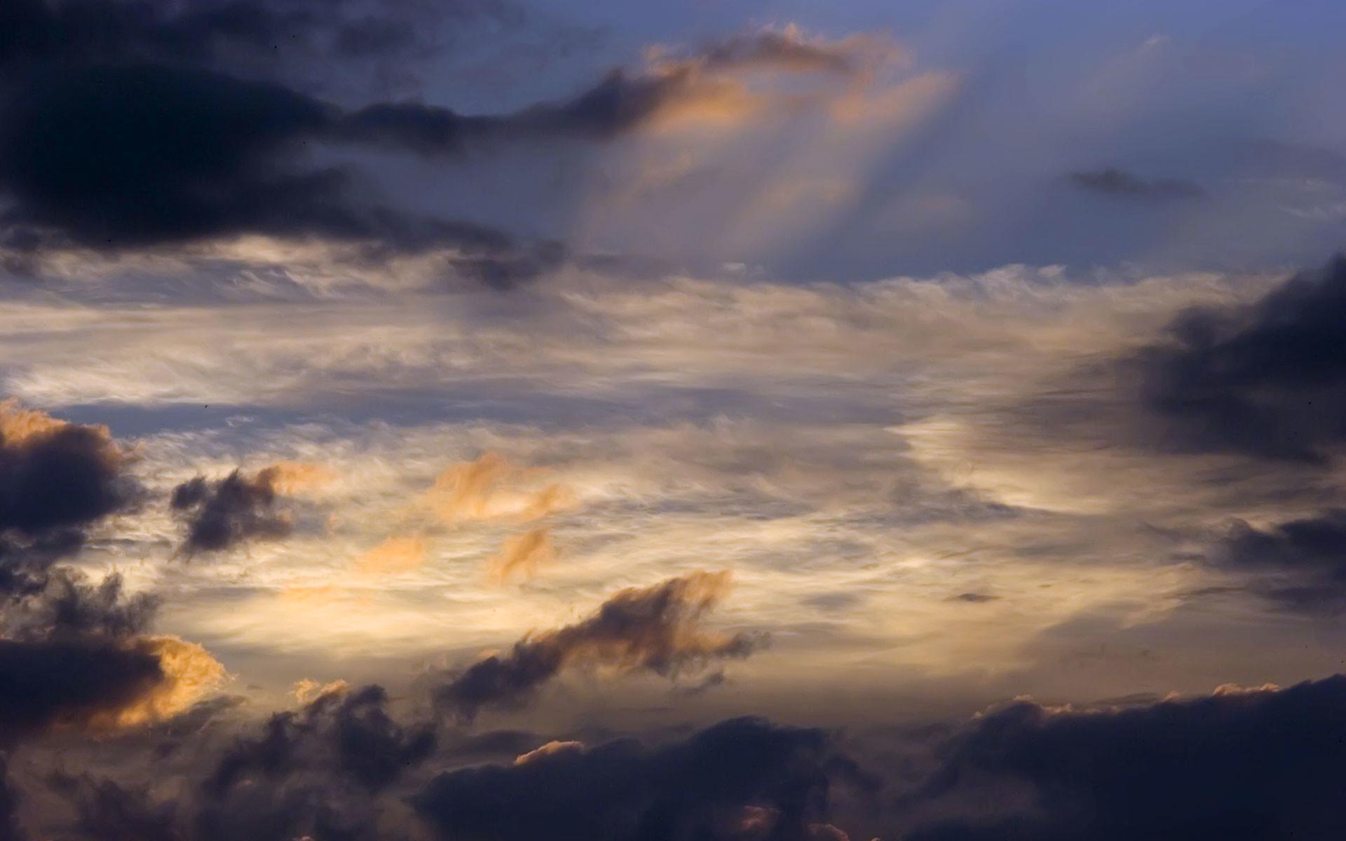 Cloud Desktop Background ·①