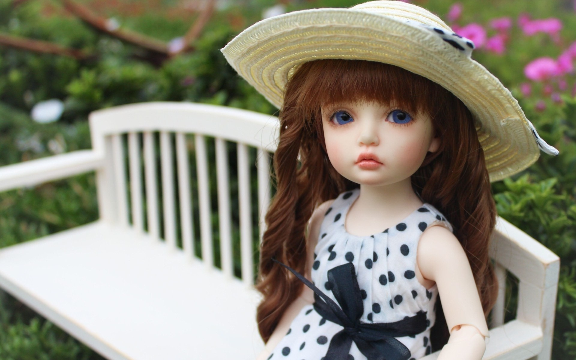 Doll at flowers shop wallpapers 720x1280 222504.