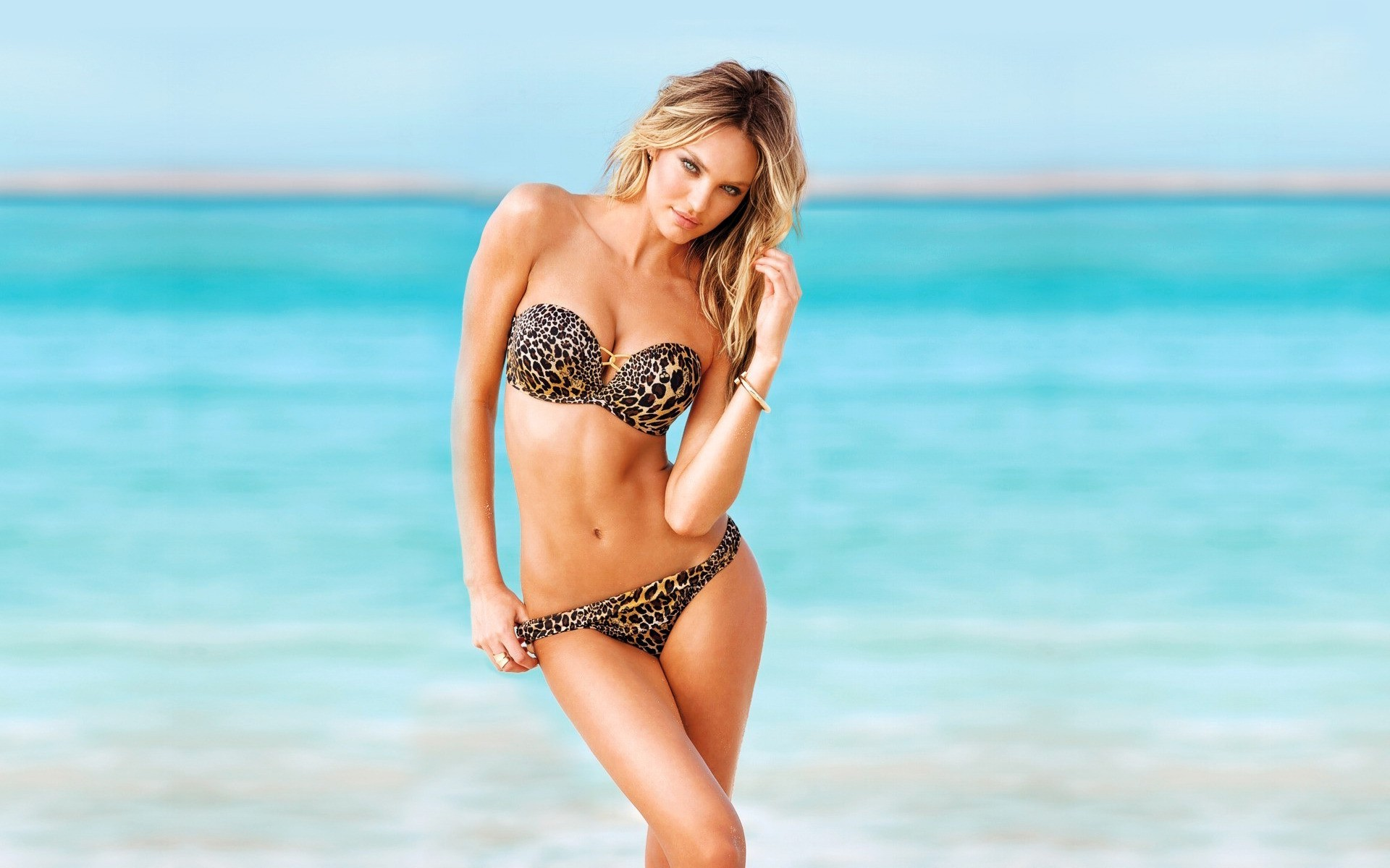 Bikini Screensaver Download
