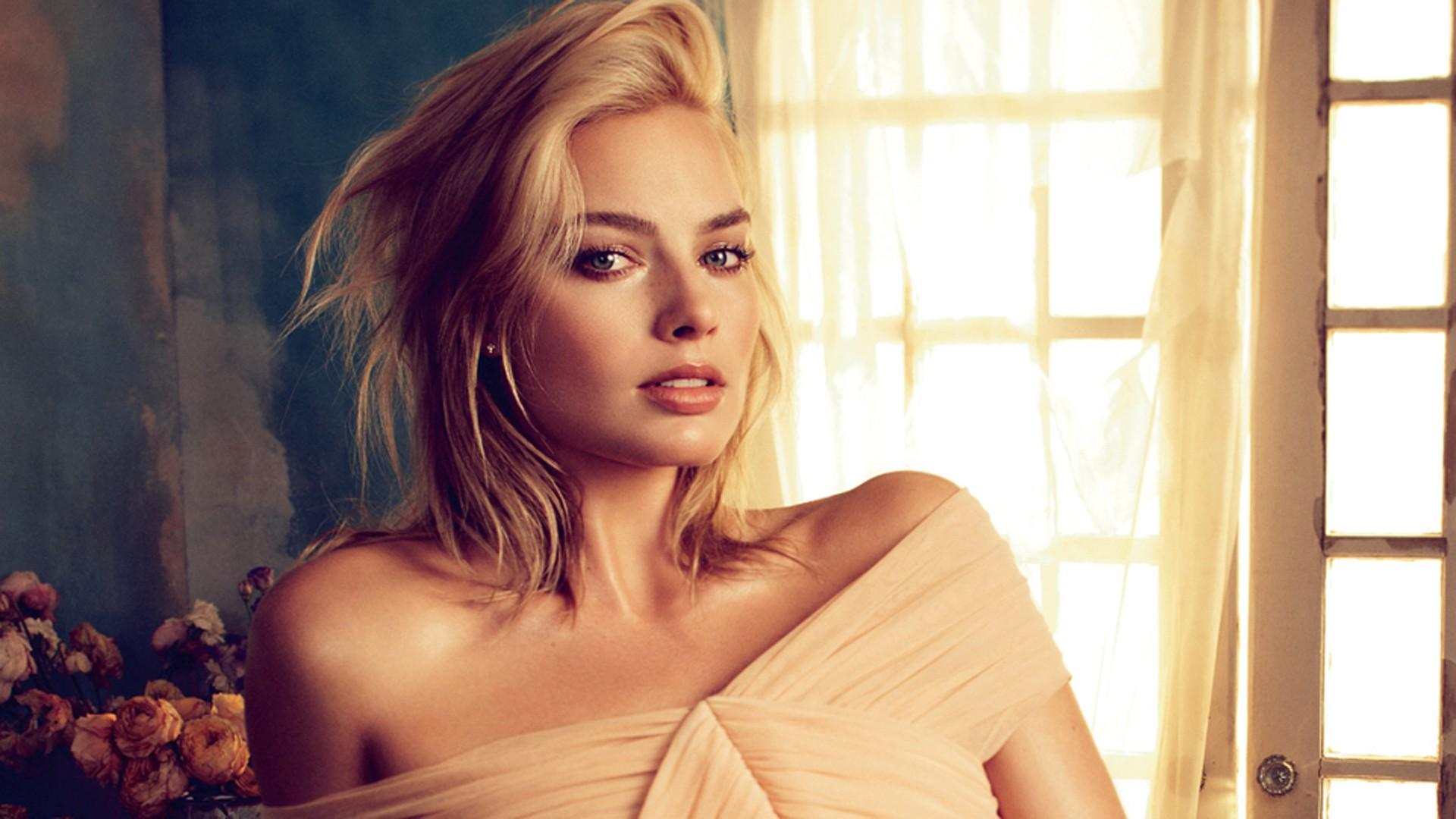Margot Robbie Women Image