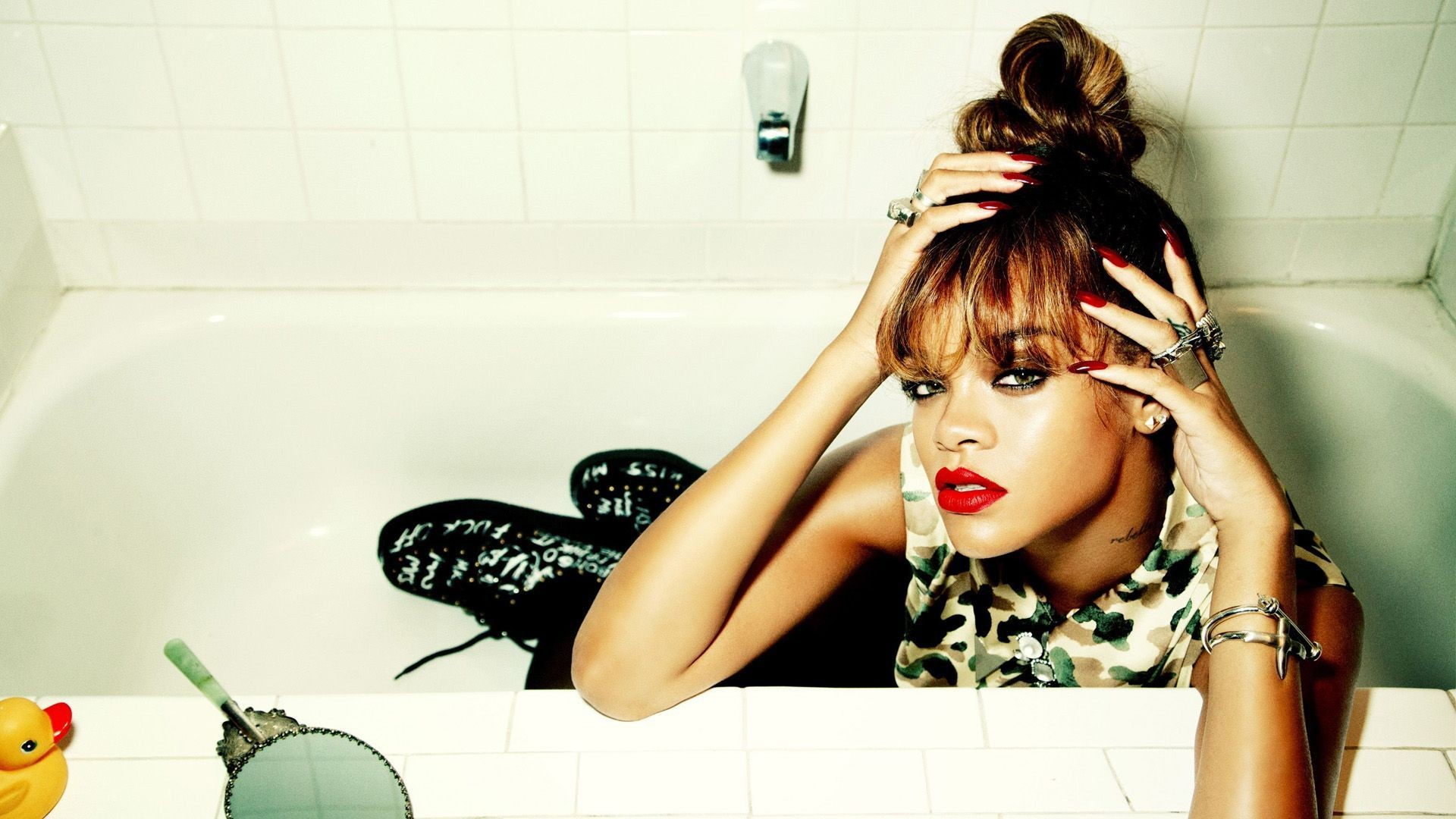 Rihanna wallpaper Download free awesome HD wallpapers of