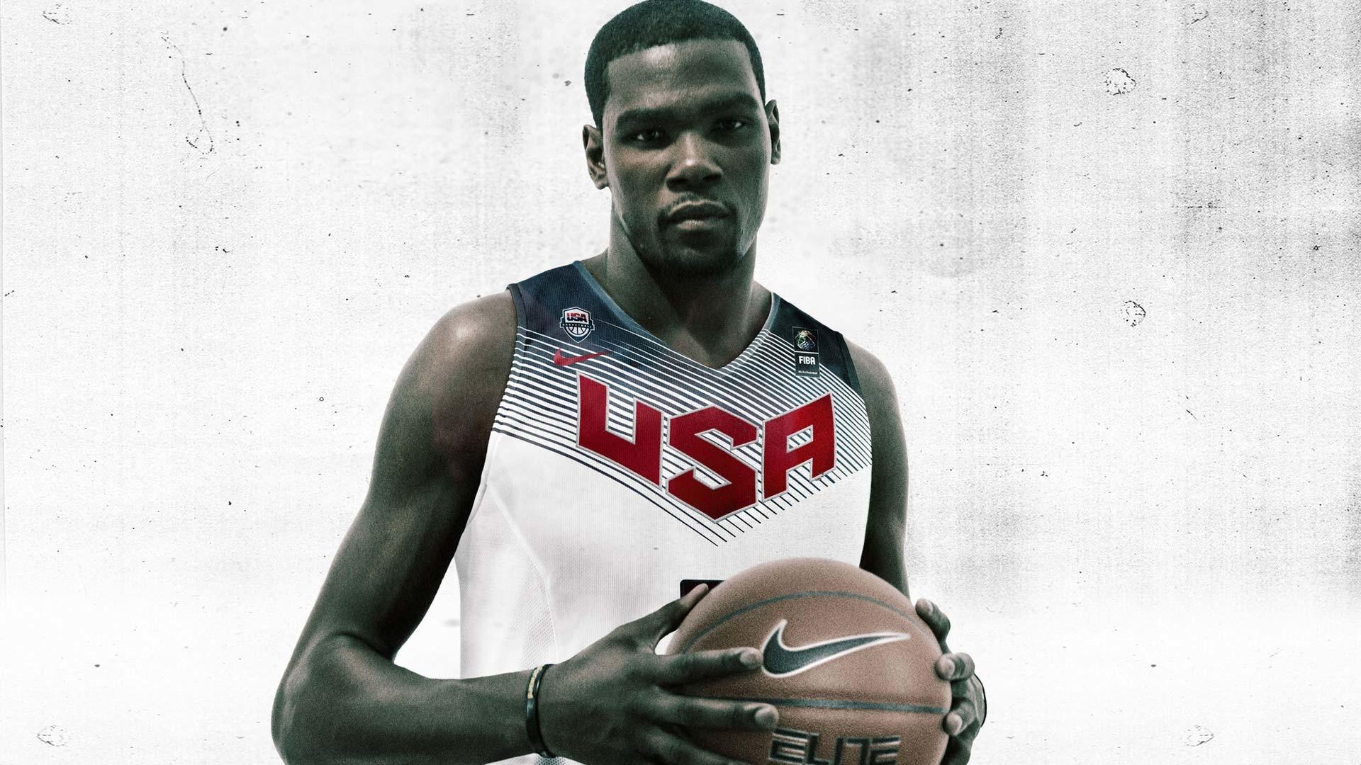 Kevin Durant est un joueur américain de basketball né le 29 septembre 1988 3 à Washington Il évolue au poste dailier Il étudie avec les Longhorns du Texas