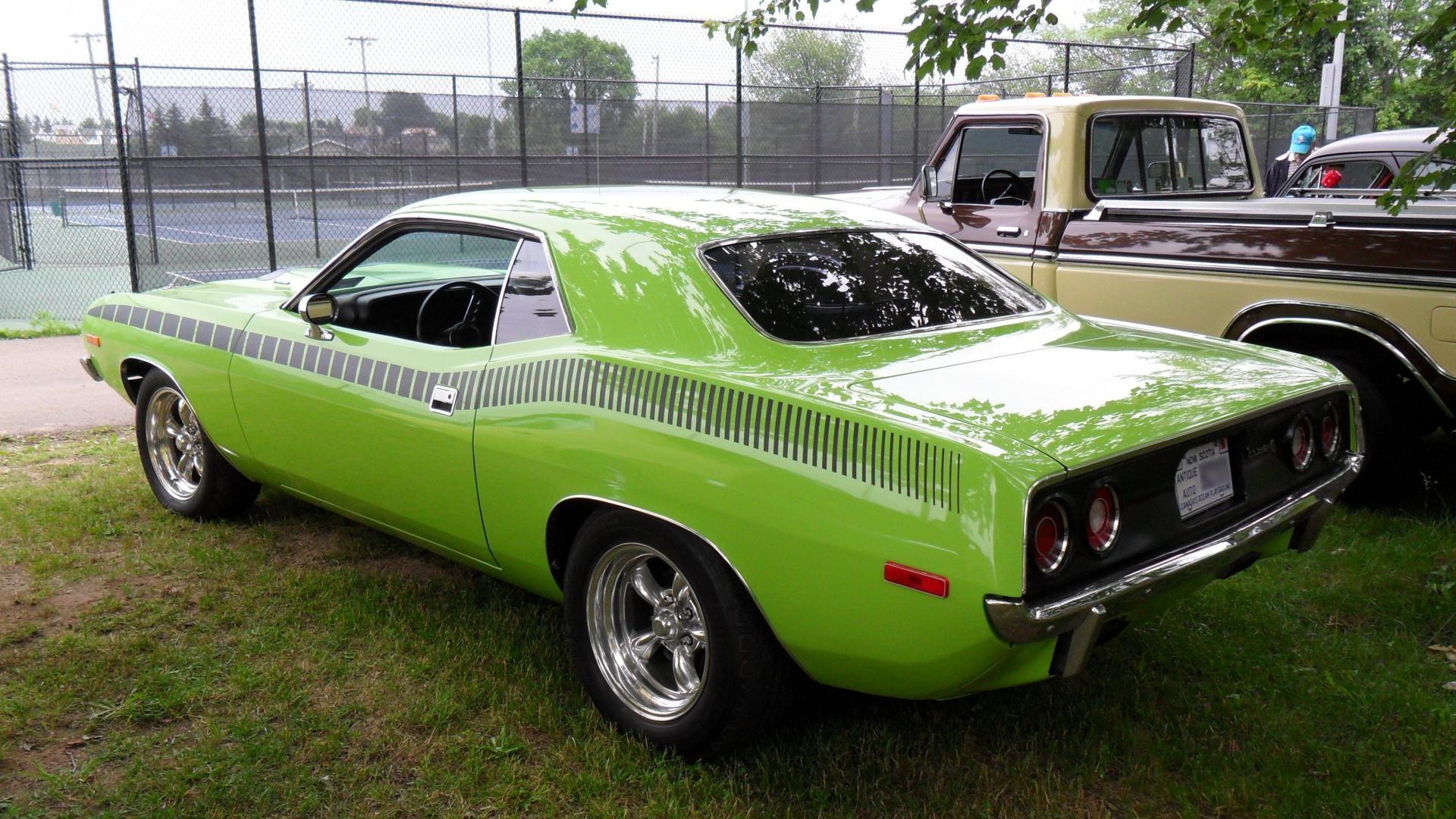 зеленый автомобиль plymouth cuda  № 3131957 без смс