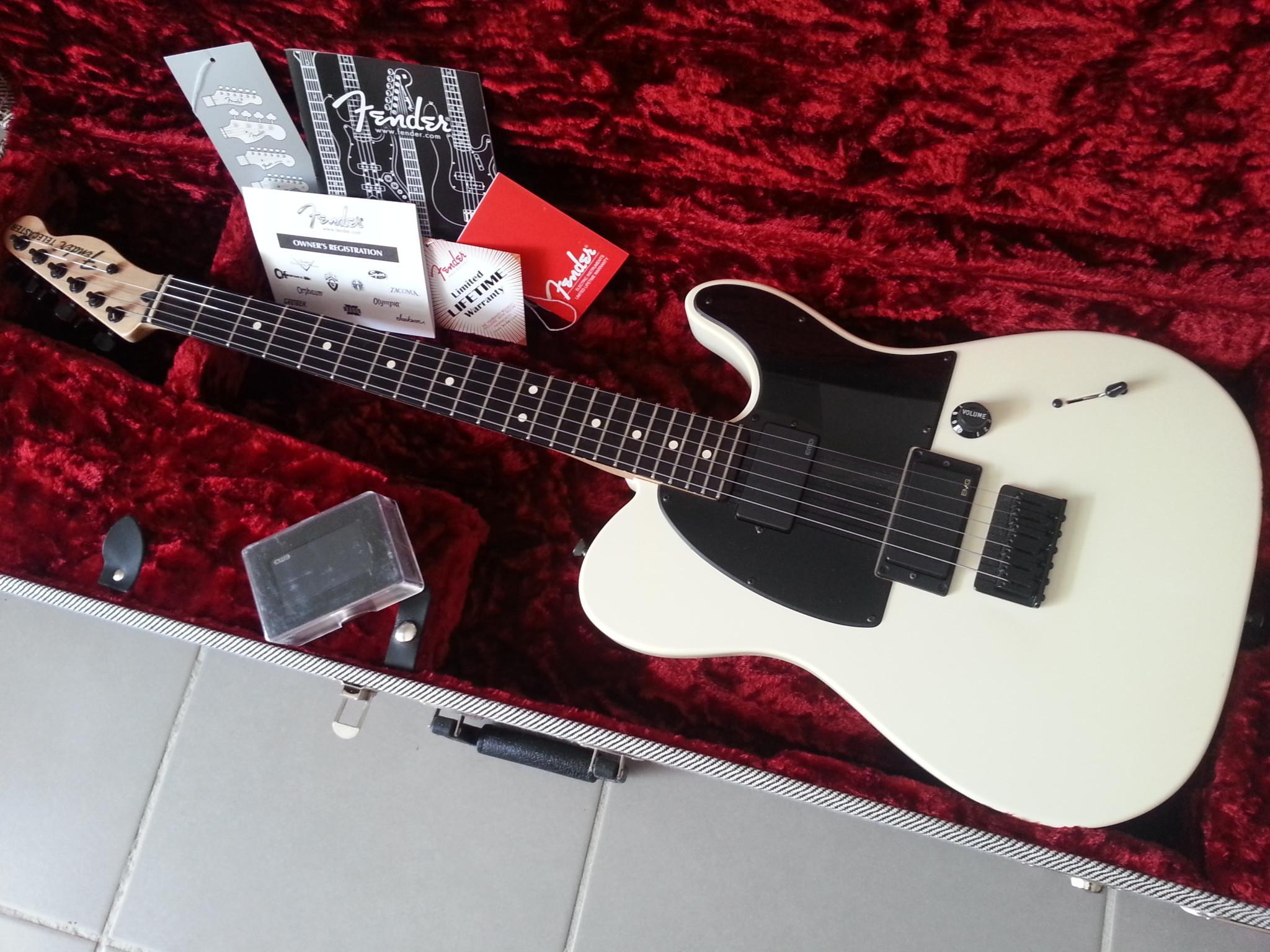 De Fender Telecaster is een elektrische gitaar ontworpen door Leo Fender in 1949 Deze gitaar heeft een enkele cutaway onderaan in de body Kenmerkend voor de