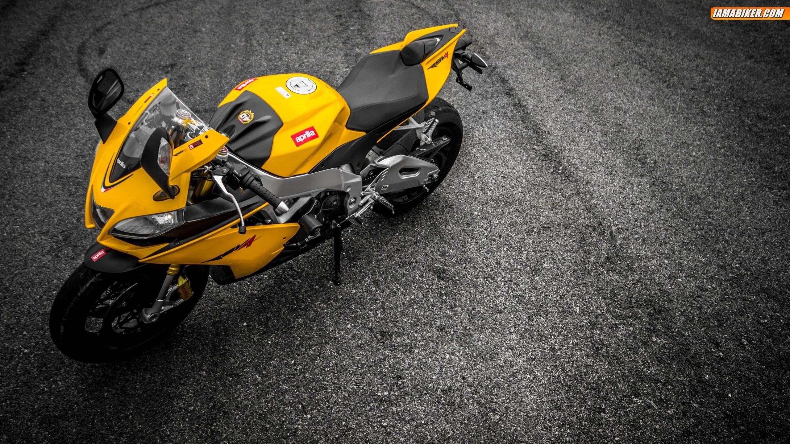 желтый мотоциклы aprilia rsv4  № 3420480 бесплатно