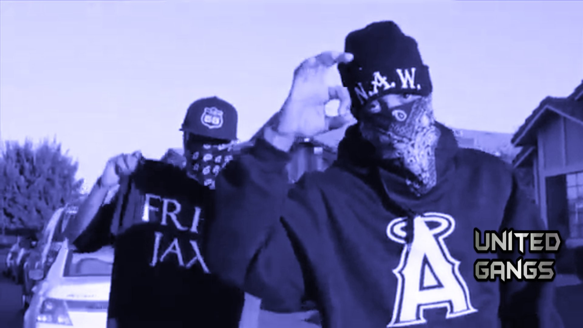 the crips Known rappers that are bloods: the game, gucci mane, yg, lil wayne (though it is not really confirmed), birdman, suge knight (not a rapper but a prominent figure in hip-hop who i guess should be acknowledged), dj quik, waka flocka flame, b-real of cypress hill, hi c, mack 10, sinister, top dogg, jay.