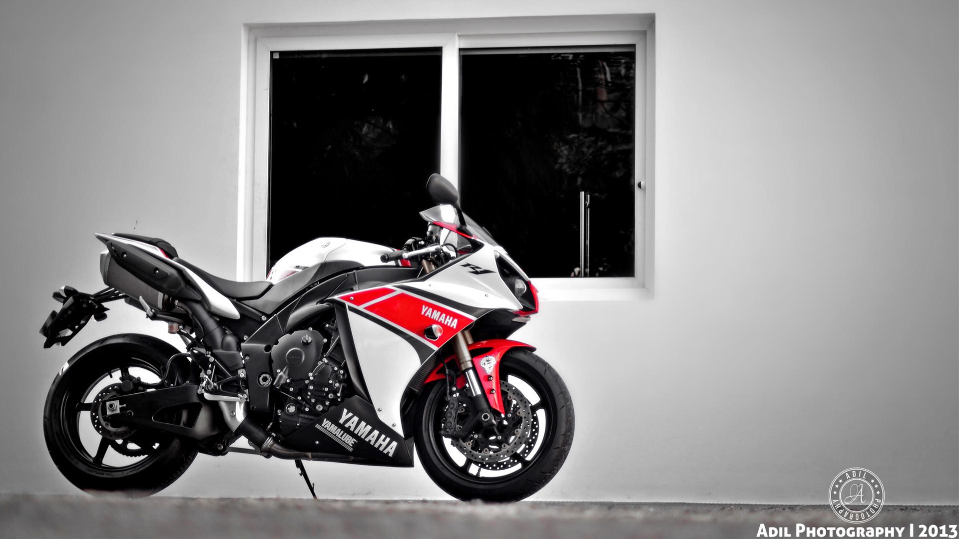красный мотоциклы YAMAHA  № 1560799  скачать