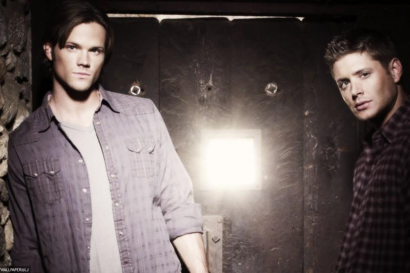 Supernatural desktop background / wallpaper - Sam and Dean Winchester -  credit: simplywallpaper@historyjunkie