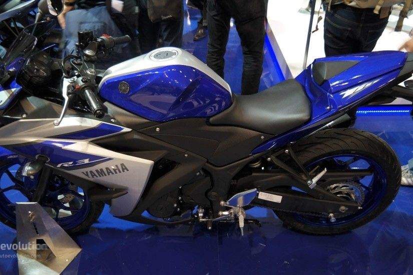 2015 Yamaha YZF-R3, use a best materials live EICMA Milan Motorcycle Show  [Mega Gallery] - YouTube