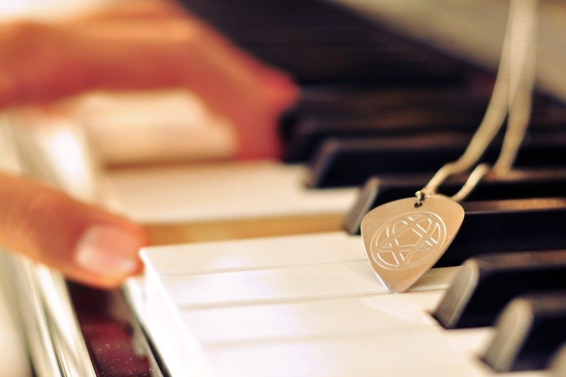 Preview wallpaper piano, keys, hands, music, mediator 2560x1440
