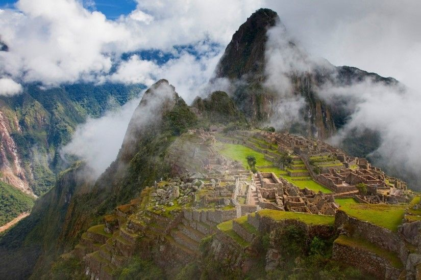 Clouds on Machu Picchu Wallpaper