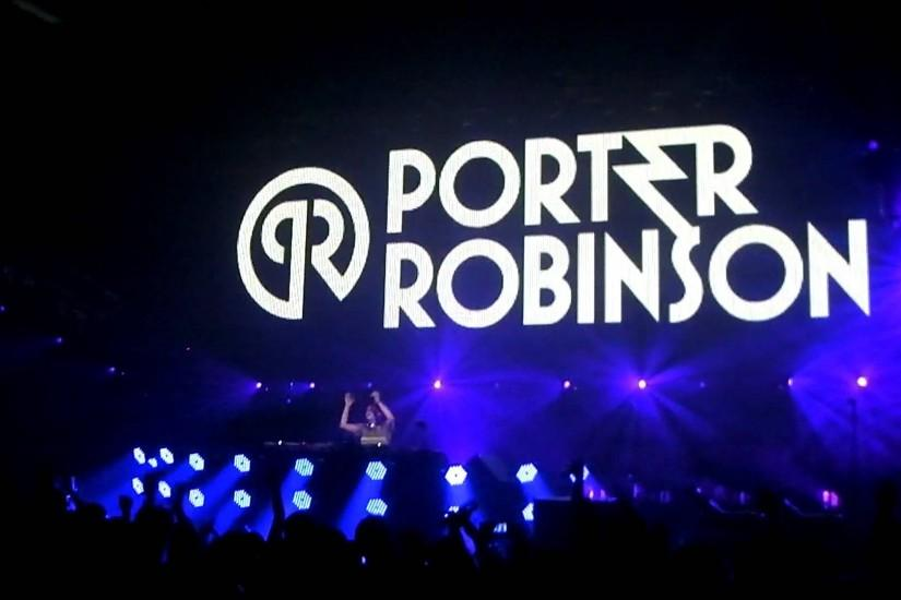 "Porter Robinson plays ""Internet Friends"" by Knife Party Live"