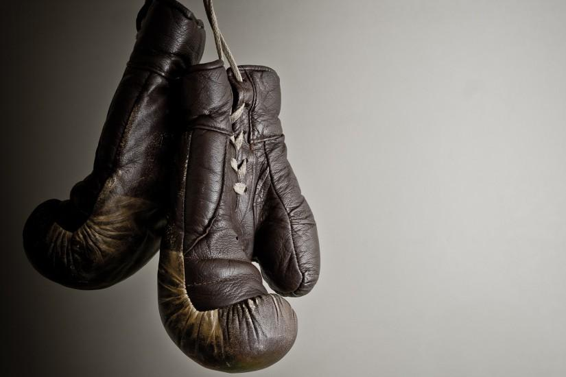 Boxing gloves wallpaper, suspended, grey background