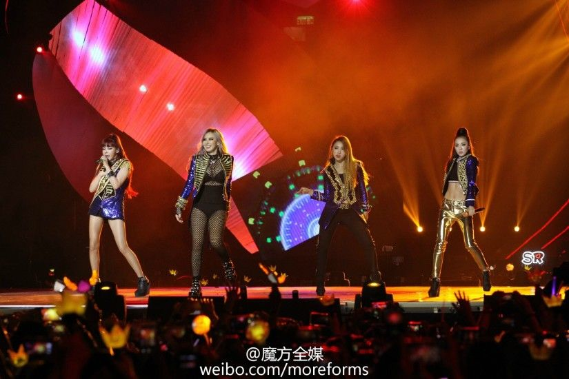 [PHOTOS] 151202 – HQ Fantaken of Strong and Powerful 2NE1 During their MAMA  Surprise Stage Performance