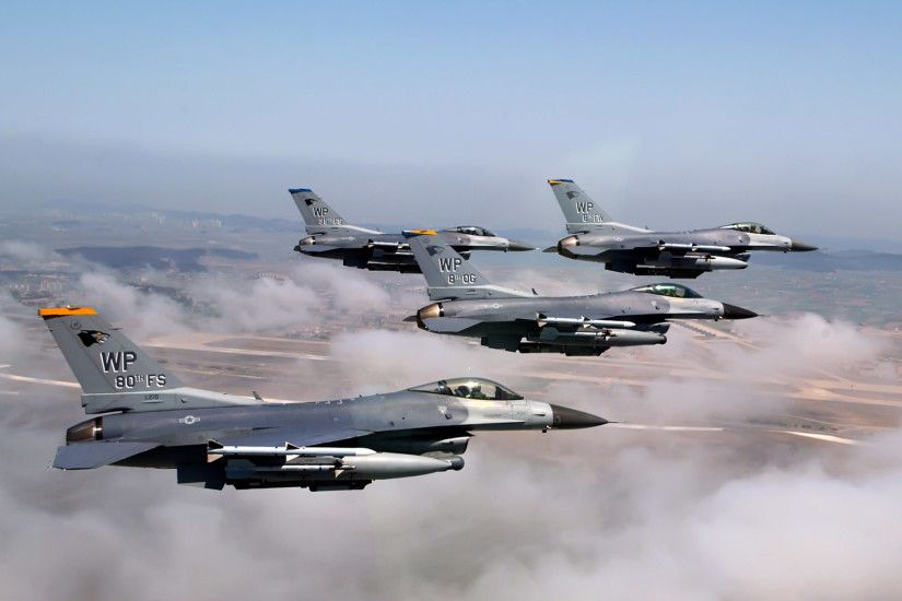 Formation of F 16 Fighting Falcons