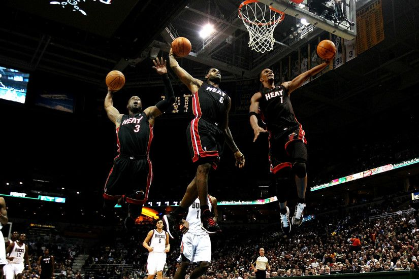 MILWAUKEE, WI - DECEMBER 06: LeBron James #6 of the Miami Heat goes