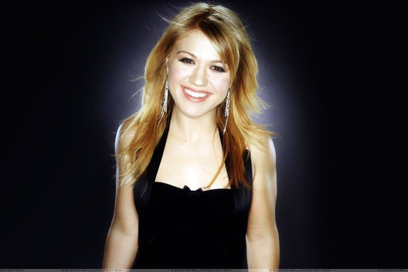 Kelly Clarkson Wallpapers, Photos & Images in HD