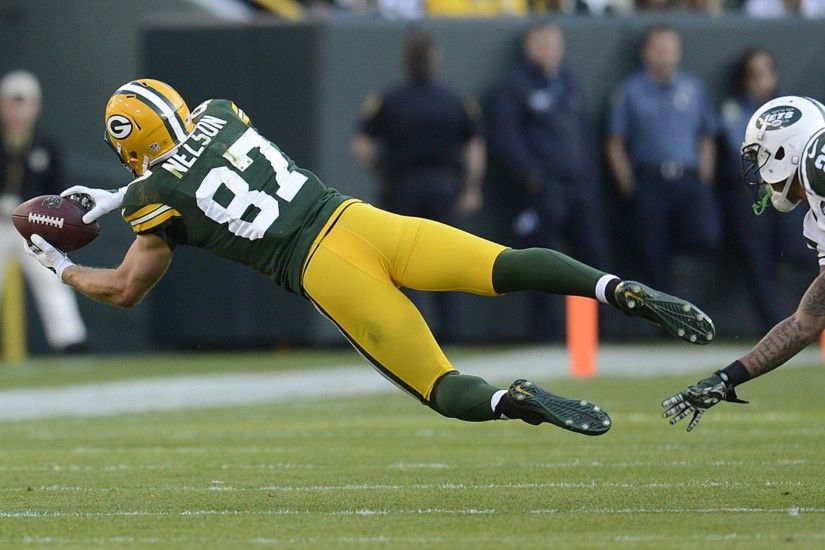 Green Bay Packers receiver Jordy Nelson makes a diving catch past New York  Jets cornerback Dee