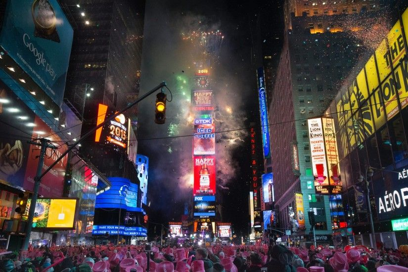 Fireworks erupt after midnight in Times Square ...