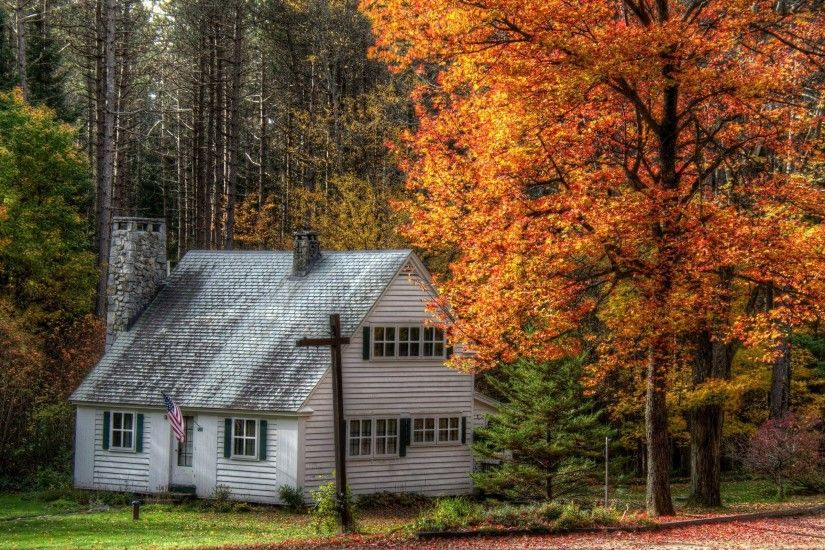 HD Small white house in the autumn Wallpaper
