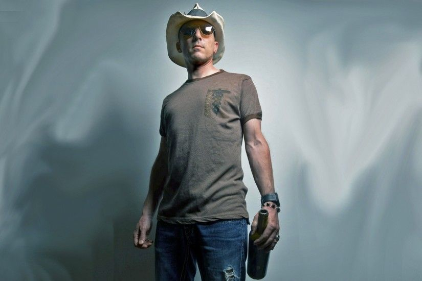 1920x1080 Wallpaper maynard james keenan, cap, glasses, t-shirt, bottle