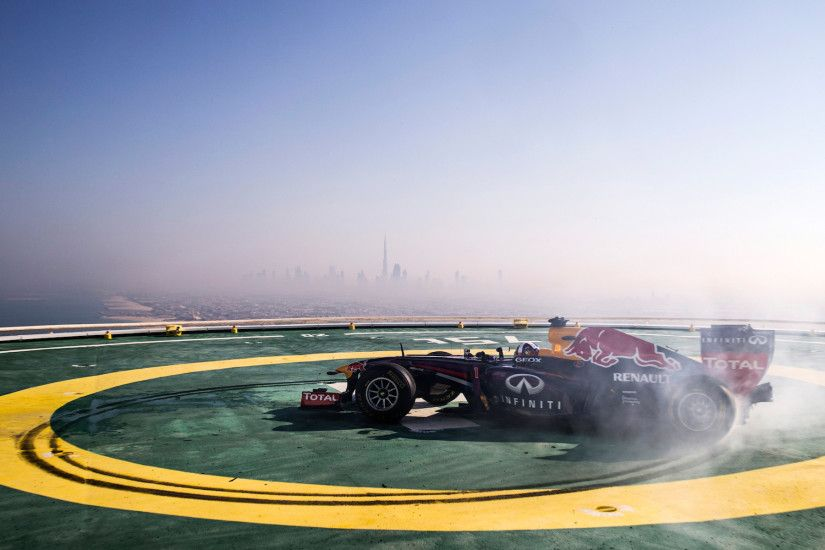 Red Bull Racing F1 Stunt Burj Al Arab