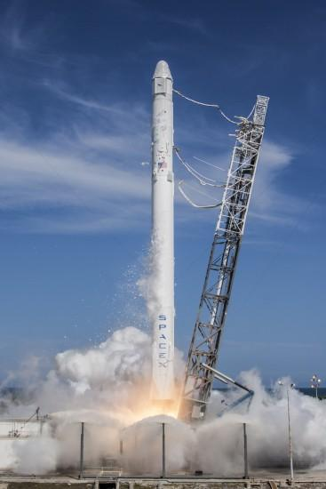 File:Launch of Falcon 9 carrying CRS-6 Dragon (17170624462).jpg
