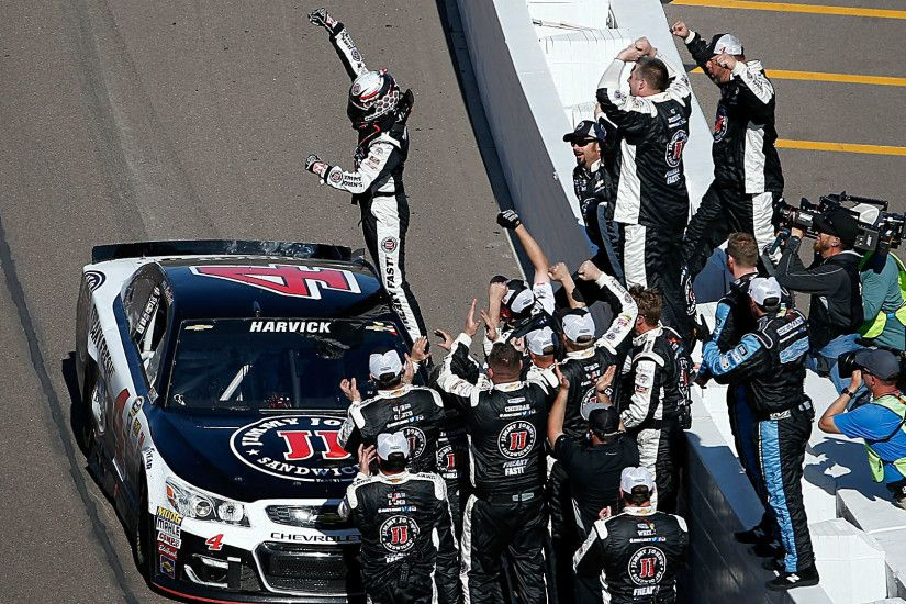 NASCAR results at Phoenix: Kevin Harvick edges Carl Edwards by 0.01 seconds  | NASCAR | Sporting News