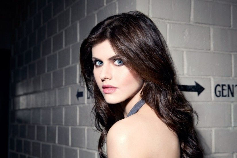 Preview wallpaper alexandra daddario, celebrity, face, look, brunette  1920x1080