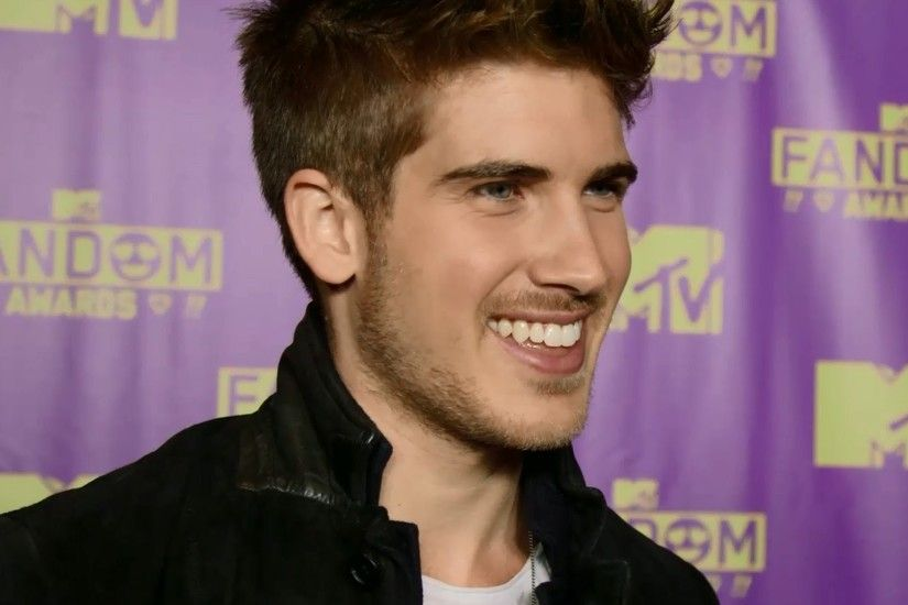 "Joey Graceffa Reacts to Shane Dawson's ""I'm Bisexual"" Video - MTV Fandom  Awards Comic Con 2015 - YouTube"