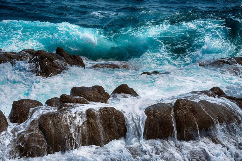 Preview wallpaper sea, rocks, spray, surf, foam 3840x2160