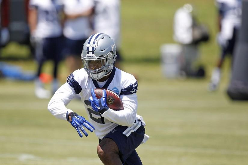 07 May 2016: Ezekiel Elliott (21) of the Dallas Cowboys during rookie  minicamp at the C..