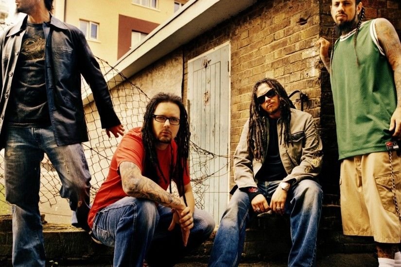 Preview wallpaper korn, members, street, city, fence 3840x2160