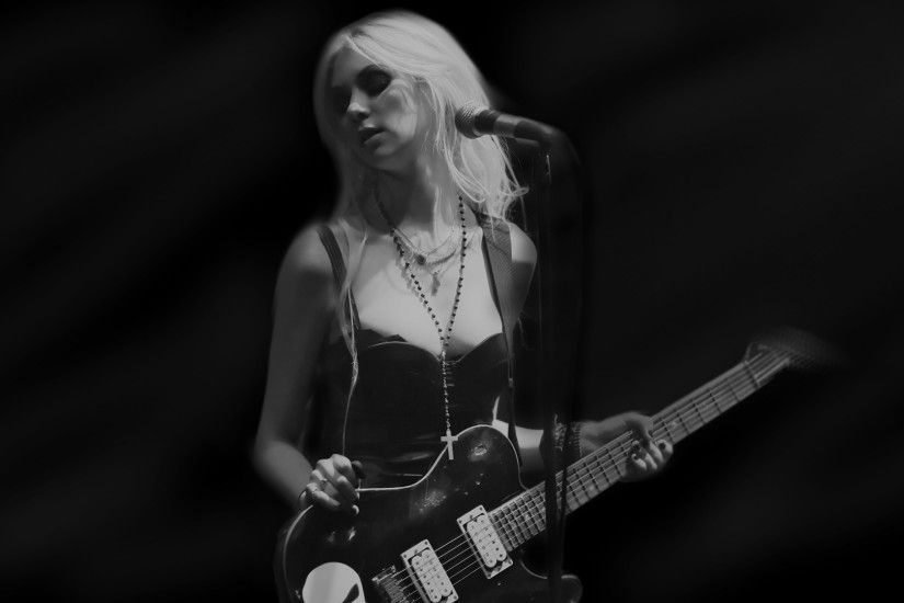 Taylor Momsen wallpaper.
