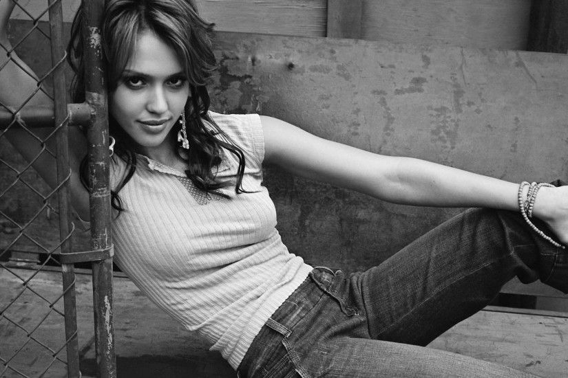Jessica Alba Black and White HD Wallpaper